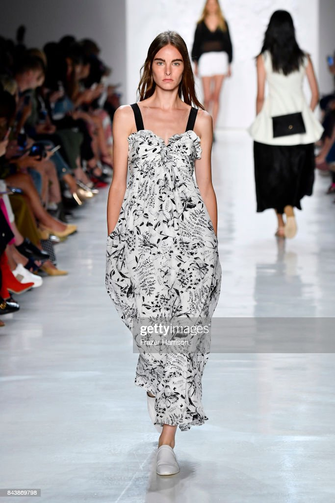 model-walks-the-runway-for-noon-by-noor-fashion-show-during-new-york-picture-id843869798