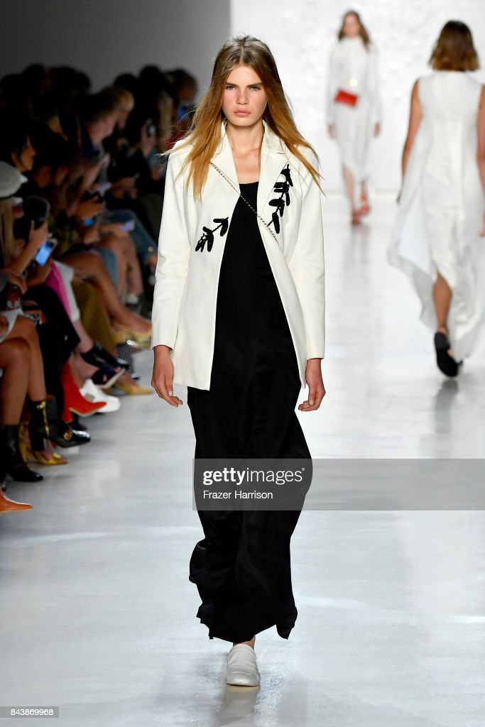 model-walks-the-runway-for-noon-by-noor-fashion-show-during-new-york-picture-id843869968