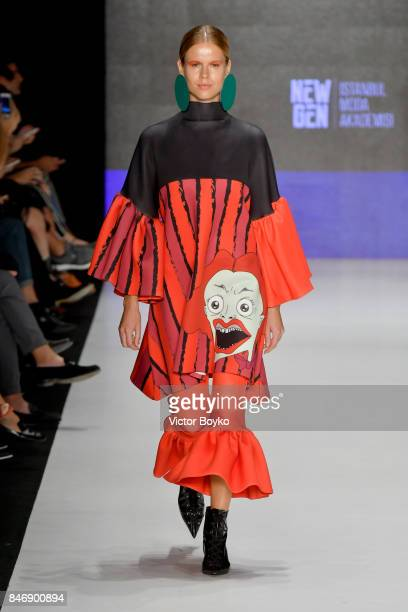 A model walks the runway for Sanem Esen at the New Gen show during MercedesBenz Istanbul Fashion Week September 2017 at Zorlu Center on September 14...