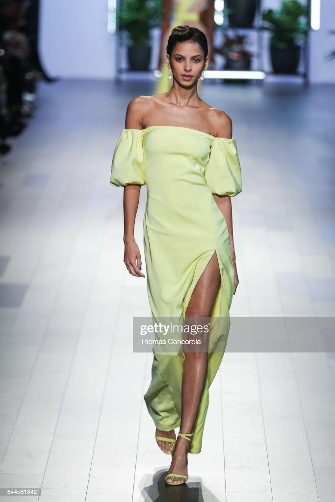 A model walks the runway wearing Cushnie et Ochs Spring 2018 during New York Fashion Week at Gallery 1, Skylight Clarkson Sq on September 8, 2017 in New York City.