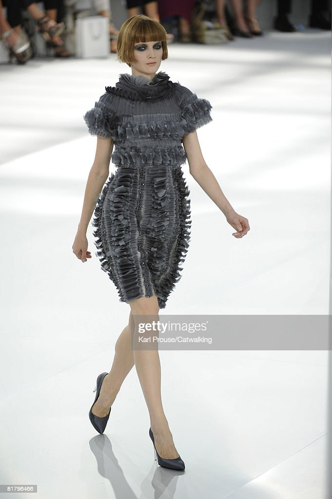 Chanel pfw haute couture autumn winter 2008 runway for Haute couture winter