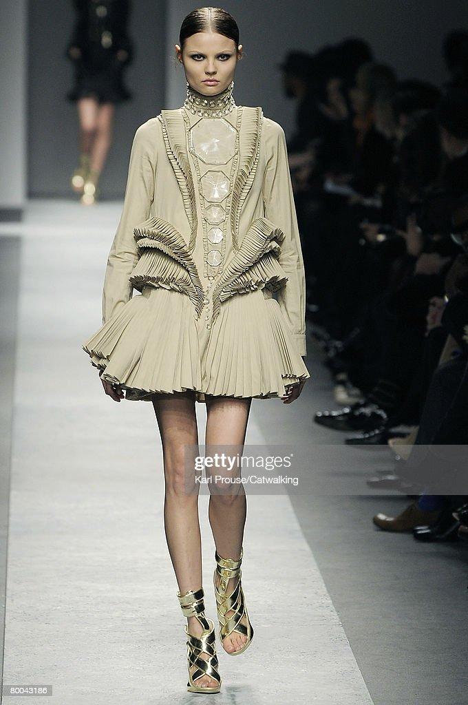 Givenchy - PFW Fall Winter 2008/09