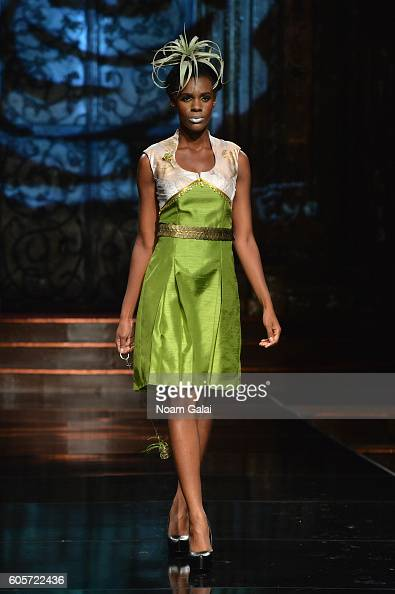 Art Hearts Fashion Runway September 2016 New York Fashion Week The Shows Photos And