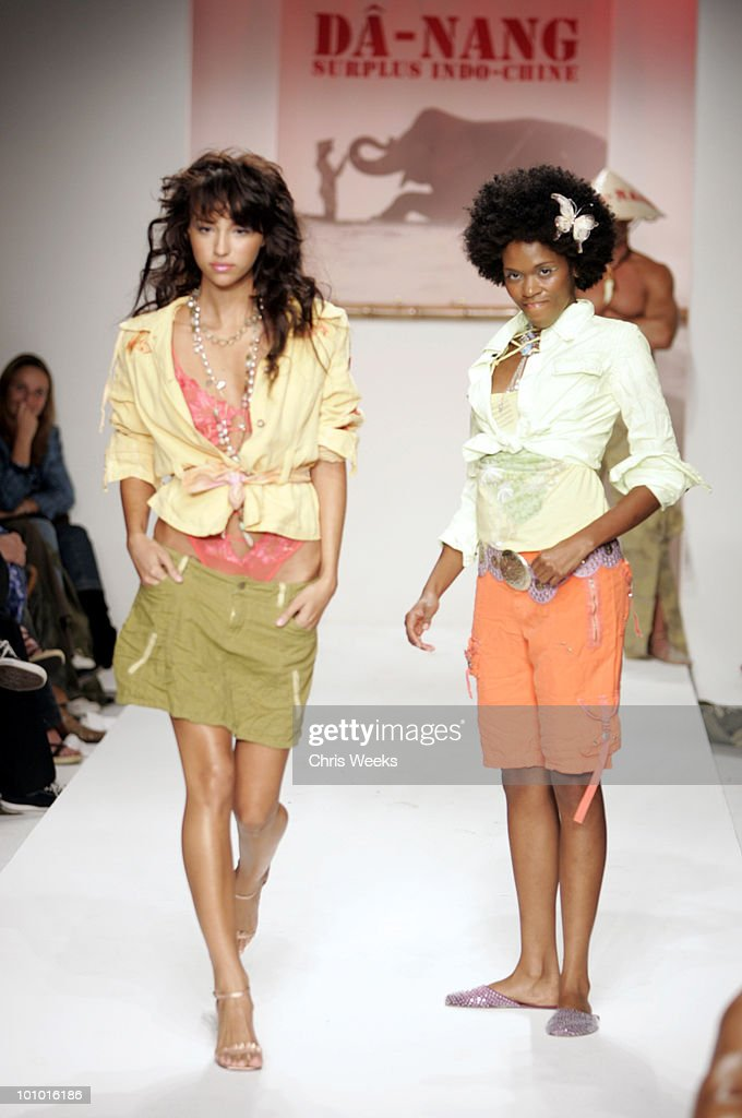 Model wearing Da-Nang Spring 2005