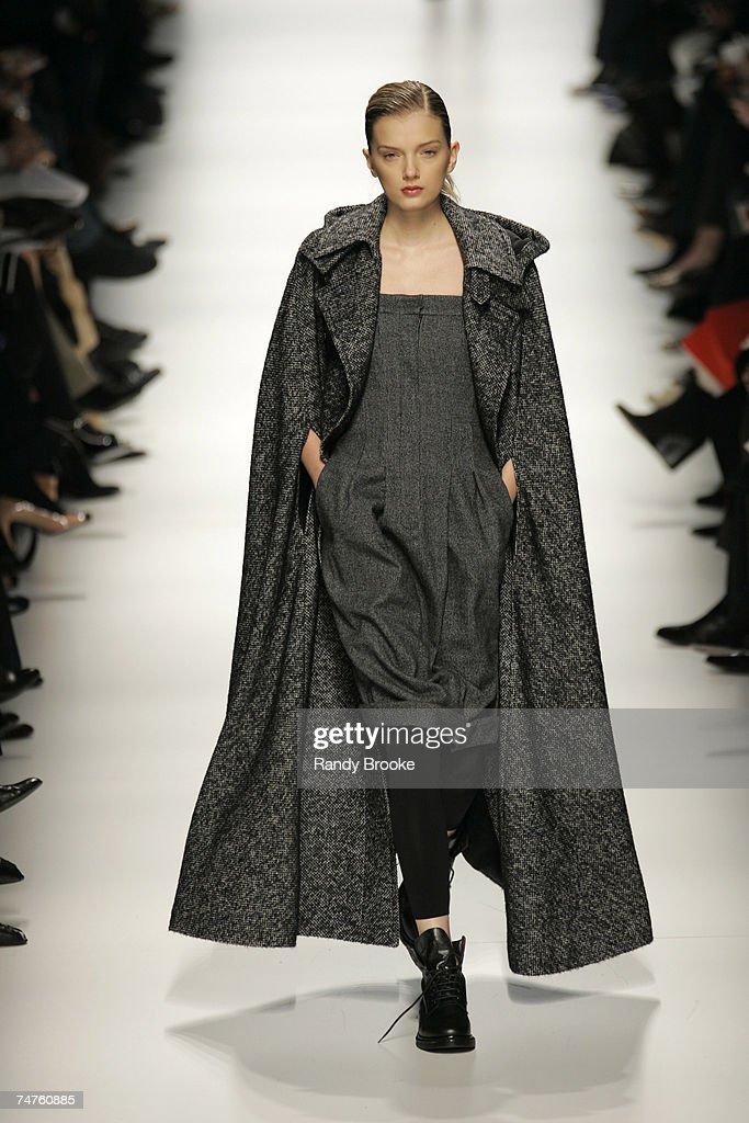 Milan fashion week autumn winter 2006 max mara runway for Mode milano