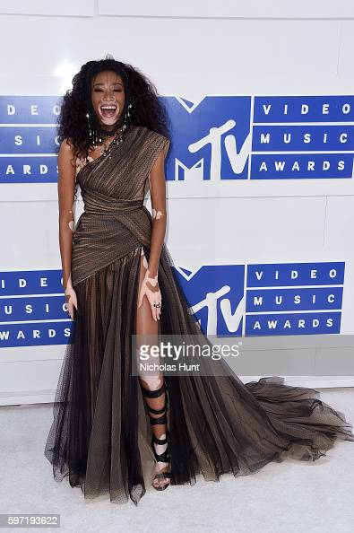 model-winnie-harlow-attends-the-2016-mtv-video-music-awards-at-on-picture-id597193622