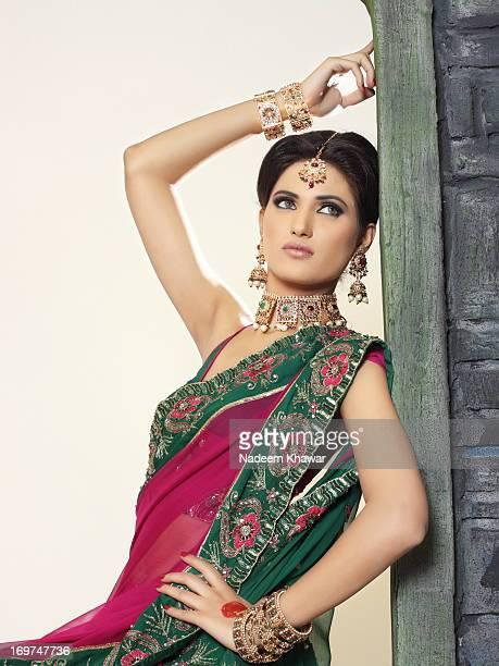 Model with Sari