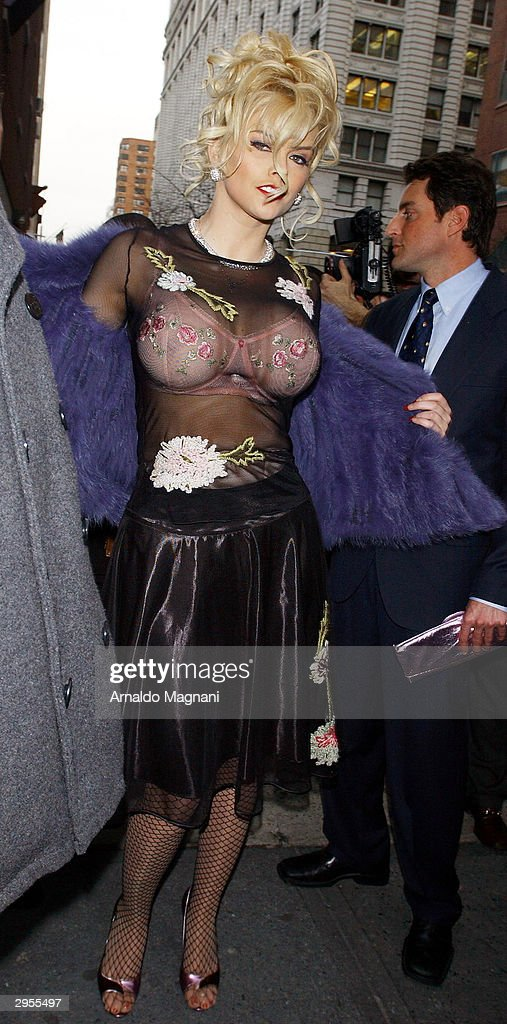 Model/actress <a gi-track='captionPersonalityLinkClicked' href=/galleries/search?phrase=Anna+Nicole+Smith&family=editorial&specificpeople=156420 ng-click='$event.stopPropagation()'>Anna Nicole Smith</a> arrives at Bryant Park for the Betsey Johnson Fashion Show February 9, 2004 in New York City.