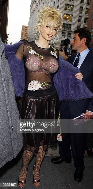 Model/actress Anna Nicole Smith arrives at Bryant Park for the Betsey Johnson Fashion Show February 9 2004 in New York City