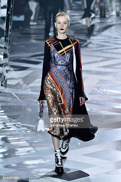 A modeldetail walks the runway during the Louis Vuitton show as part of the Paris Fashion Week Womenswear Fall/Winter 2016/2017 on March 9 2016 in...