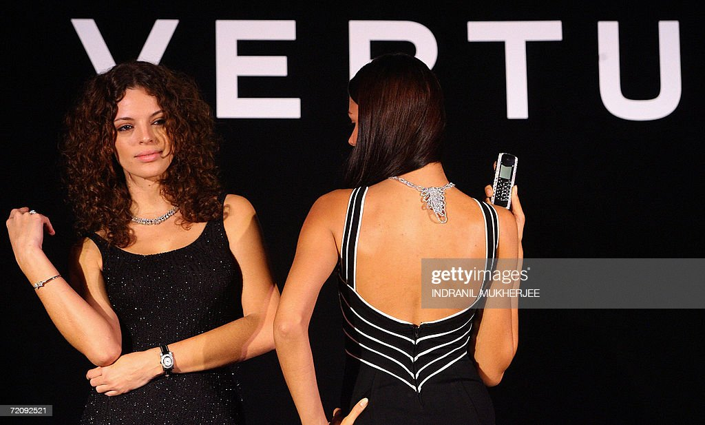 Models display a Signature Diamond II series phone at a global launch press conference in Mumbai, 05 October 2006. The Signature Diamond II series phone, from Vertu - a division of Nokia, is priced from INR 3,162,000 (USD 70,267). AFP PHOTO/Indranil MUKHERJEE.