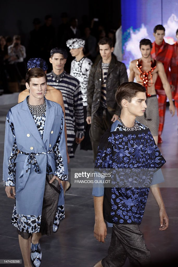 Models display creations by British fashion designer Bill Gaytten for the label John Galliano fashion house during the men's spring-summer 2013 fashion collection show on June 29, 2012 in Paris. AFP PHOTO / FRANCOIS GUILLOT