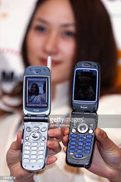 Models display the newly introduced NTT DoCoMo's 505i series imode mobile phones at a press conference on April 8 2003 in Tokyo Japan The N505i and...