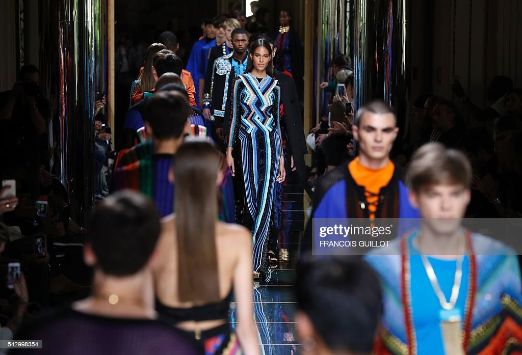 Models present creations by Balmain, during the men's Spring/Summer 2017 collection fashion show on June 25, 2016 in Paris. / AFP / FRANCOIS
