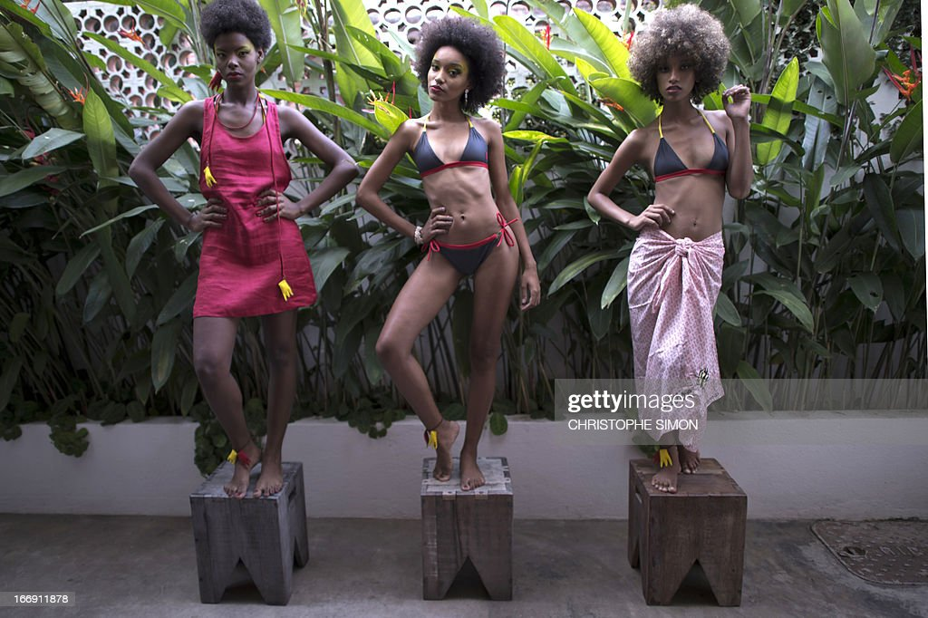 Models present creations by Casa Mosquito Moda Fusion as part of the 2014 summer collections of the Canta Galo shantytowns Fashion Week in Rio de Janeiro, Brazil on April 18,2013?