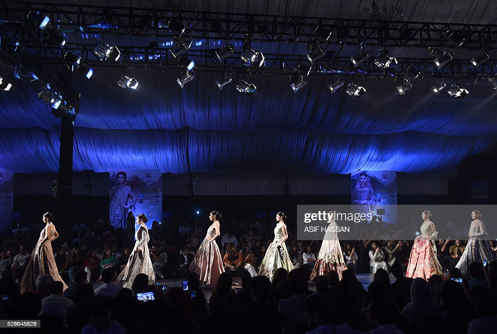Models present creations by designer Erum Khan on the first day of Bridal Couture Week- Gold Edition in Karachi on May 6, 2016. / AFP / ASIF