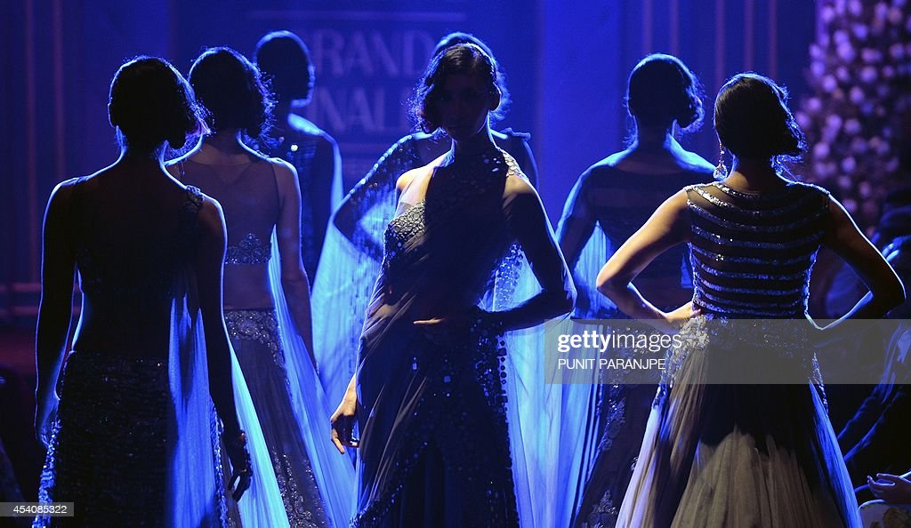 Models present creations by designer Manish Malhotra during the grand finale of Lakme Fashion Week (LFW) Winter/Festival 2014 in Mumbai on August 24, 2014. AFP PHOTO/ PUNIT PARANJPE