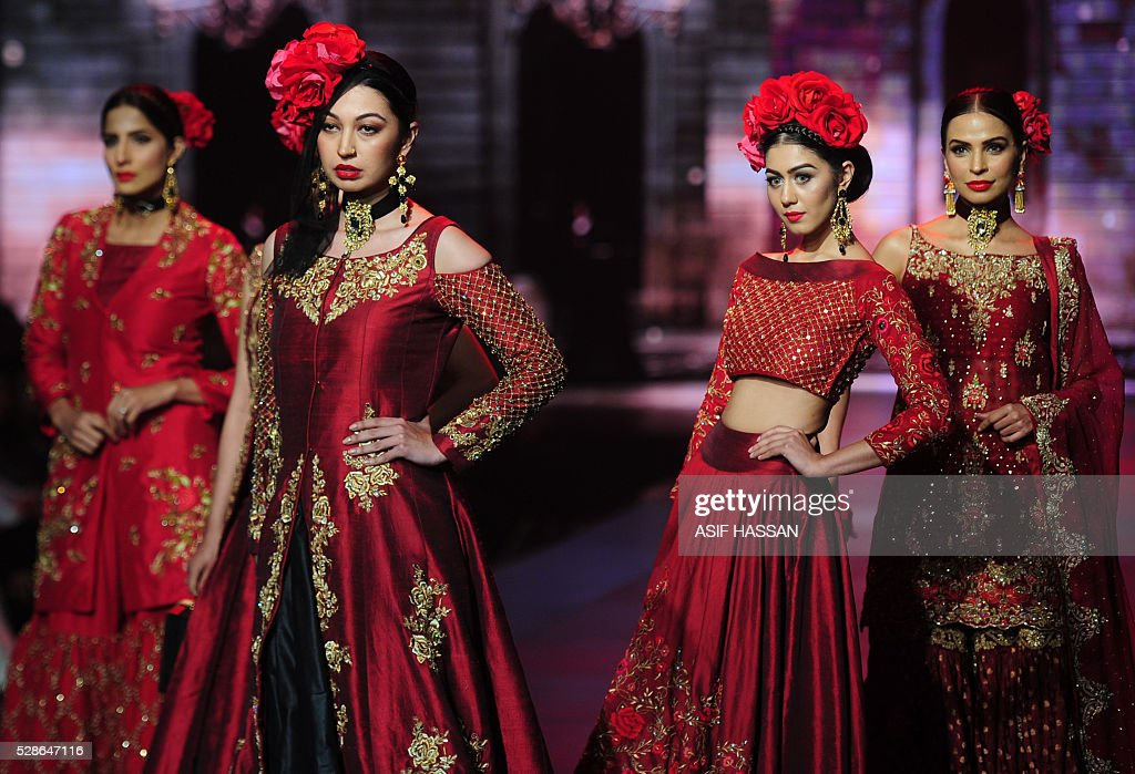 Models present creations by designer Yasmin Zaman on the first day of Bridal Couture Week- Gold Edition in Karachi on May 6, 2016. / AFP / ASIF