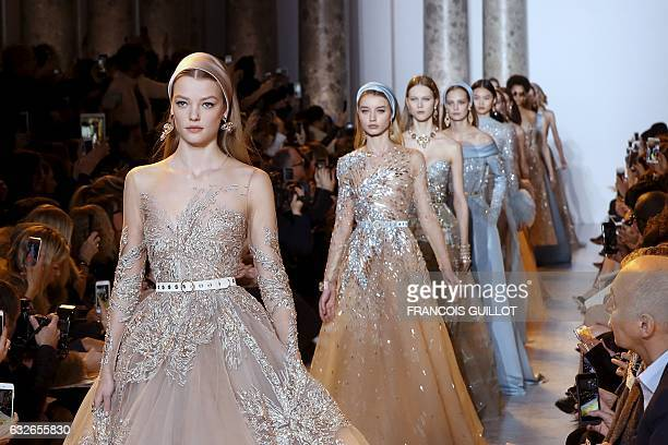 Models present creations by Elie Saab during the 2017 spring/summer Haute Couture collection on January 25 2017 in Paris / AFP / FRANCOIS GUILLOT
