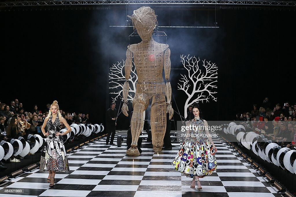 Models present creations by Frank Sorbier during the Haute Couture Spring-Summer 2014 collection show, on January 22, 2014 in Paris. AFP PHOTO / PATRICK KOVARIK