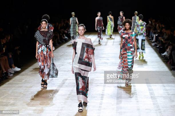 Models present creations by Issey Miyake during the women's 2018 Spring/Summer readytowear collection fashion show in Paris on September 29 2017 /...