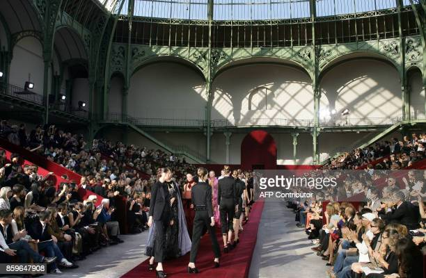 Models present creations by Italian designer Stefano Pilati for Yves Saint Laurent during the Spring/Summer 2006 ReadytoWear collections in Paris 09...