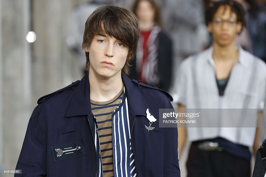 Models present creations by Lanvin during the men's Spring/Summer 2017 collection fashion show on June 26, 2016 in Paris. / AFP / PATRICK