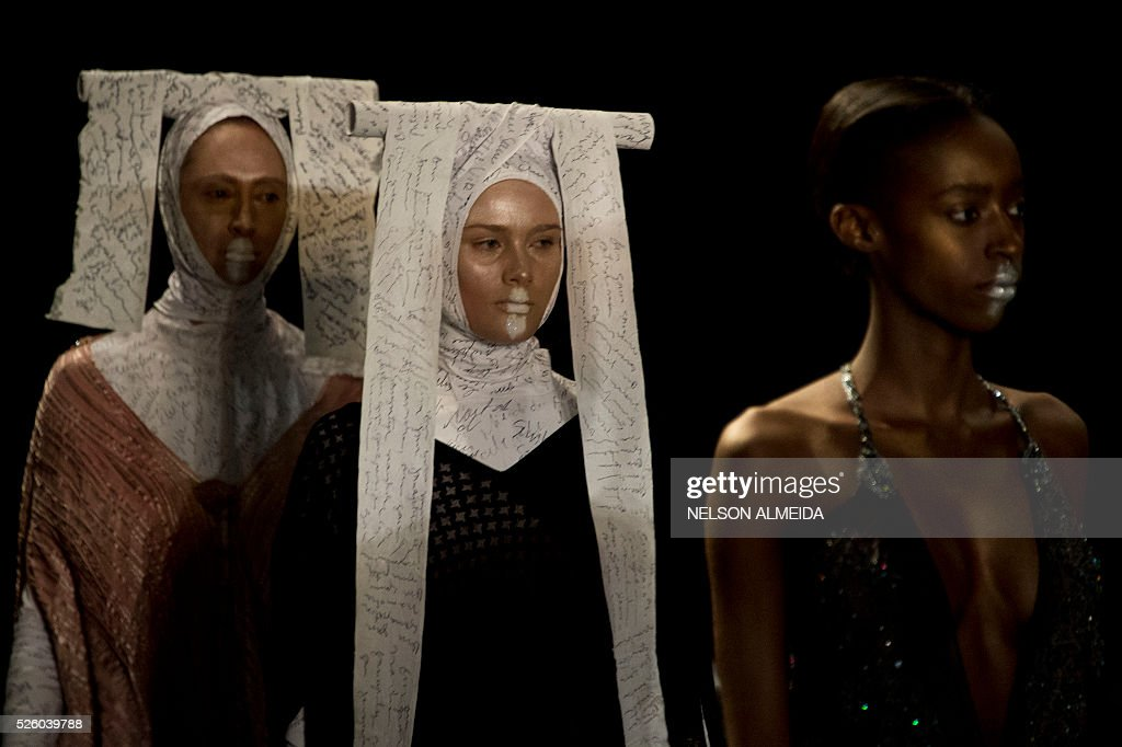 Models present creations by Lino Villaventura during the 2017 Summer collections of the Sao Paulo Fashion Week in Sao Paulo, Brazil on April 29, 2016. / AFP / NELSON