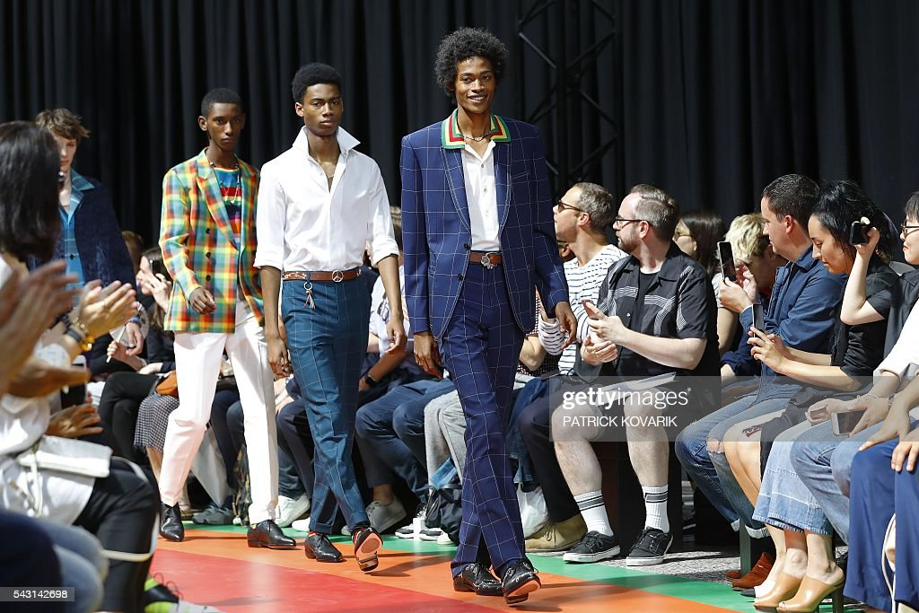Models present creations by Paul Smith during the men Spring summer 2017 collection fashion show on June 26, 2016 in Paris. / AFP / PATRICK
