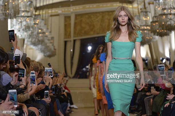 Models present creations by Roland Mouret during the 2016 Spring/Summer readytowear collection fashion show on October 4 2015 in Paris AFP PHOTO /...