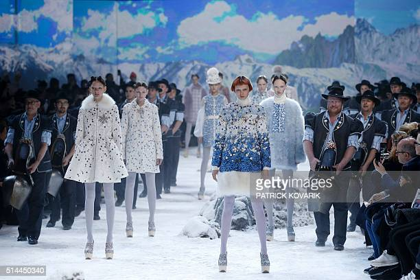 TOPSHOT Models present creations for Moncler Gamme Rouge during the 20162017 fall/winter readytowear collection on March 9 2016 in Paris / AFP /...