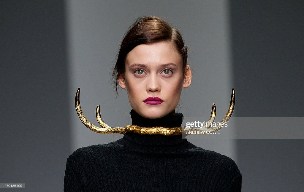 Models present creations for the Simongao collection during the 2014 Autumn / Winter London Fashion Week in London, on February 18, 2014. AFP PHOTO / ANDREW COWIE
