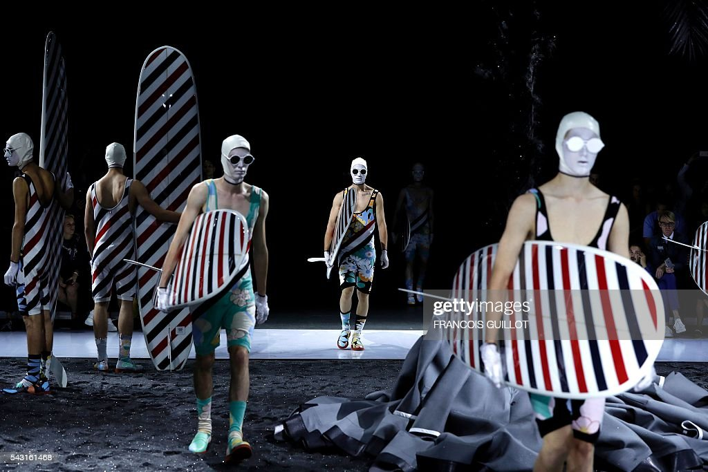 Models present creations for Thom Browne during the men Spring-Summer 2017 collection fashion show on June 26, 2016 in Paris. / AFP / FRANCOIS