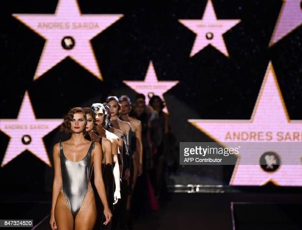 Models present creations of Andres Sarda's Spring/Summer 2018 collection during the Madrid Fashion Week in Madrid on September 15 2017 / AFP PHOTO /...