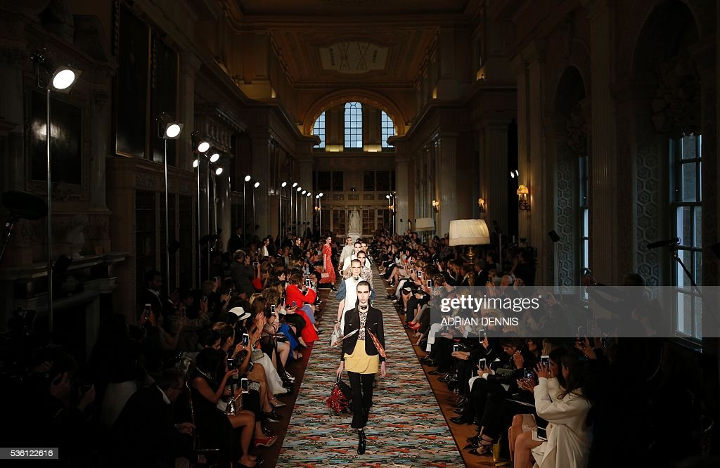 Models present creations on a catwalk during the spring/summer 2017 Christian Dior Cruise fashion show at Blenheim Palace in Woodstock, near Oxford, central England on May 31, 2016. / AFP / ADRIAN