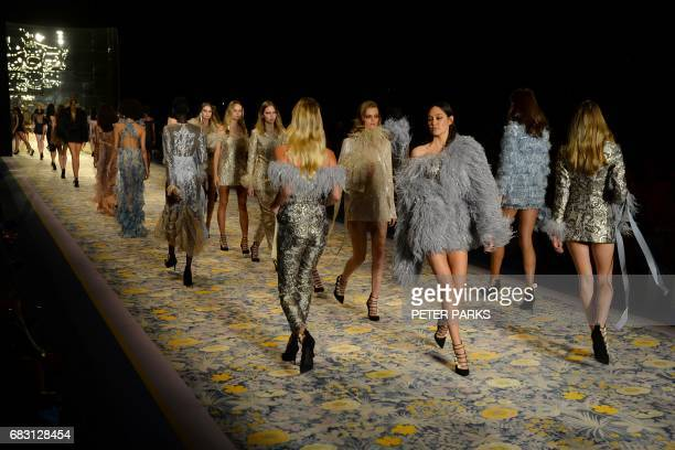 Models show creations by Australian designer Alice McCall during the Australian Fashion Week in Sydney on May 15 2017 / AFP PHOTO / Peter PARKS