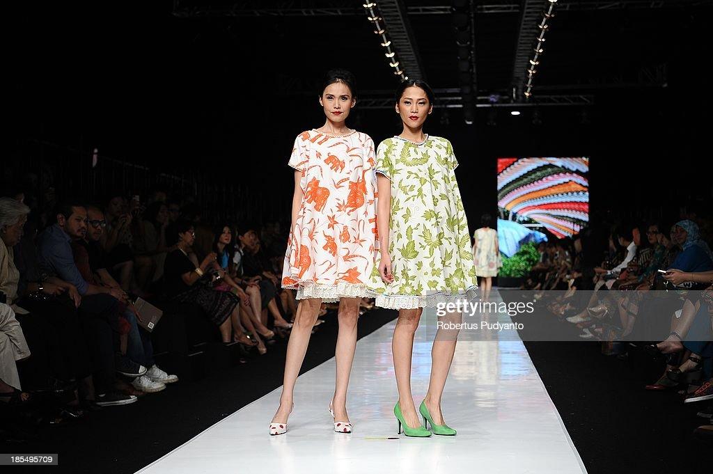 Models showcase designs by Edward Hutabarat on the runway at the Parang show during Jakarta Fashion Week 2014 at Senayan City on October 21, 2013 in Jakarta, Indonesia.