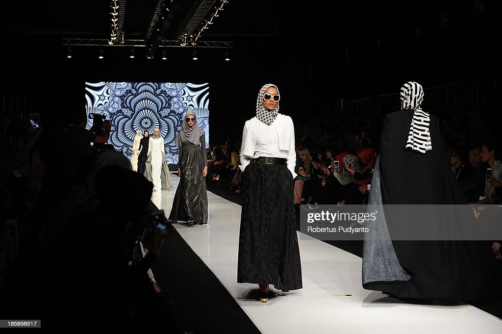 Models showcase designs by Hauri on the runway at the Grey Scale show during Jakarta Fashion Week 2014 at Senayan City on October 25, 2013 in Jakarta, Indonesia.