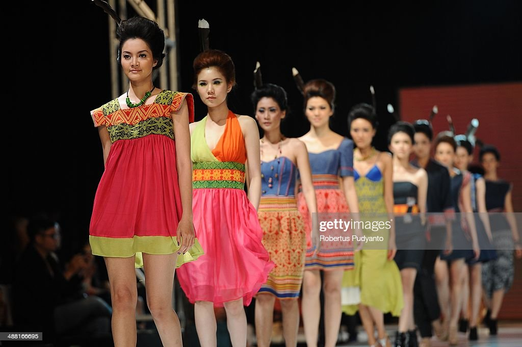 Models showcase designs by Uke Toegimin on the runway during The 7th Surabaya Fashion Parade 'NIWASANA NUSANTARA 2014' day four at Tunjungan Plaza on May 4, 2014 in Surabaya, Indonesia.
