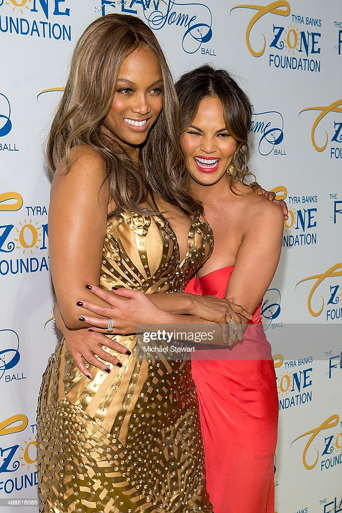 Models <a gi-track='captionPersonalityLinkClicked' href=/galleries/search?phrase=Tyra+Banks&family=editorial&specificpeople=202216 ng-click='$event.stopPropagation()'>Tyra Banks</a> (L) and Chrissy Teigen attend <a gi-track='captionPersonalityLinkClicked' href=/galleries/search?phrase=Tyra+Banks&family=editorial&specificpeople=202216 ng-click='$event.stopPropagation()'>Tyra Banks</a>' Flawsome Ball 2014 at Cipriani Wall Street on May 6, 2014 in New York City.