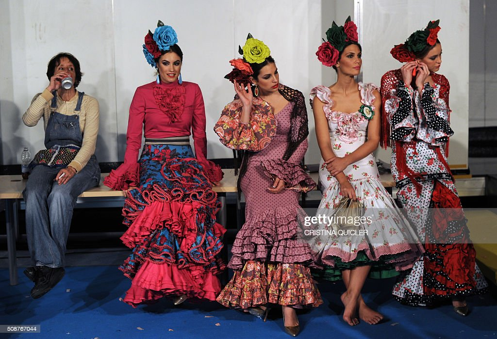 Models wait backstage during the SIMOF 2016 (International Flamenco Fashion Show) in Sevilla, on February 6, 2016. AFP PHOTO/ CRISTINA QUICLER / AFP / CRISTINA QUICLER