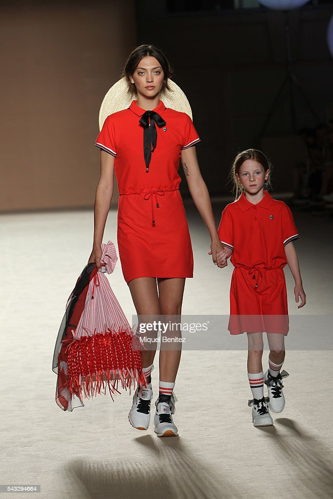 Models walk the runaway at the Carlotaoms show during the Barcelona 080 Fashion Week Spring/Summer 2017 at the INEFC Institut Nacional de Educaci Fsica de Catalunya on June 27, 2016 in Barcelona, Spain.