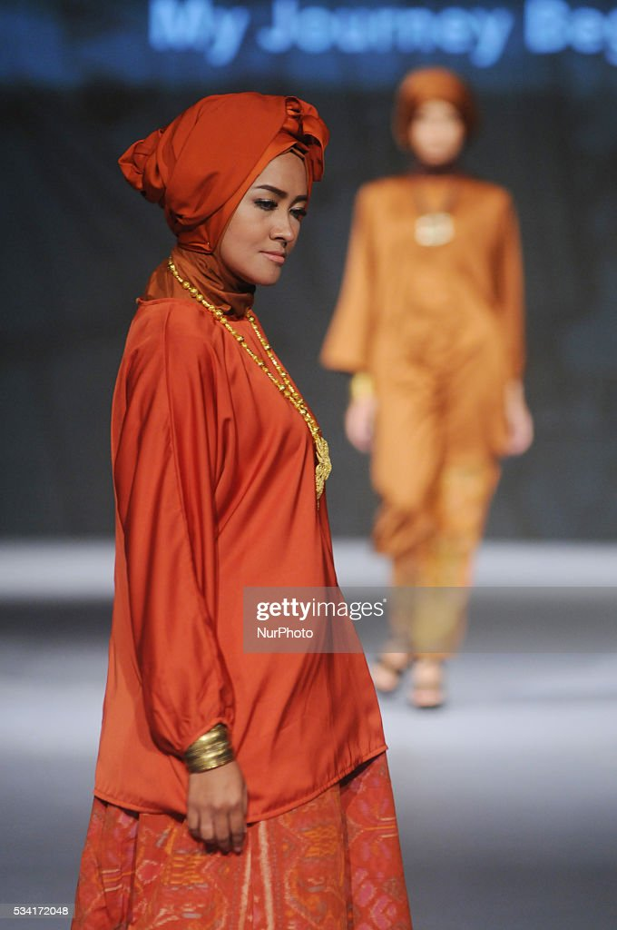 Models walk the runway as they present creations by Iva Schwan during Muslim Fashion Festival 2016 in Jakarta, Indonesia, on May 25, 2016. This event is a part of preparations to welcoming the Holy month of Ramadan. Indonesia is the biggest moslem country in the world.