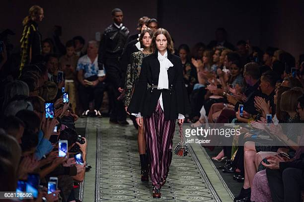 Models walk the runway at the Burberry runway show during London Fashion Week Spring/Summer collections 2017 on September 19 2016 in London United...