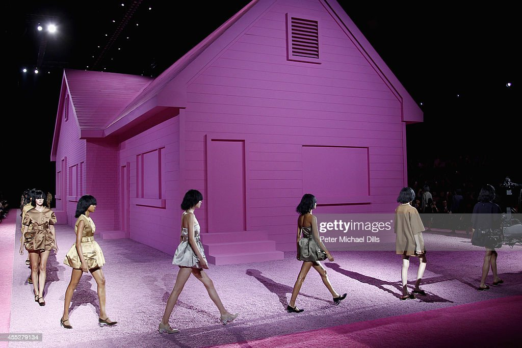 Models walk the runway at the Marc Jacobs fashion show during MercedesBenz Fashion Week Spring 2015 at Park Avenue Armory on September 11 2014 in New...
