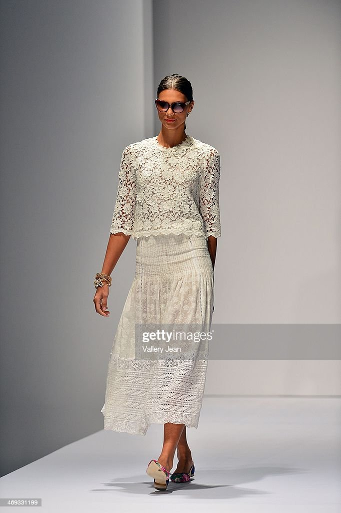 Models walk the runway during an Oscar de la Renta fashion show during the Designed For A Cure 2014 Benefiting Sylvester Comprehensive Cancer Center at Ice Palace on February 13, 2014 in Miami, Florida.