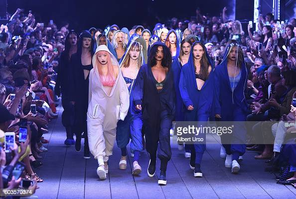 Models walk the runway for the DKNY Women fashion show during New York Fashion Week The Shows September 2016 at High Line on September 12 2016 in New...