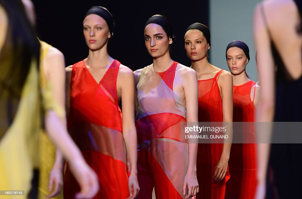 Models wear creations by designer Vera Wang during the Mercedes-Benz Fashion Week Spring 2014 collection in New York on September 10, 2013. AFP PHOTO/Emmanuel Dunand