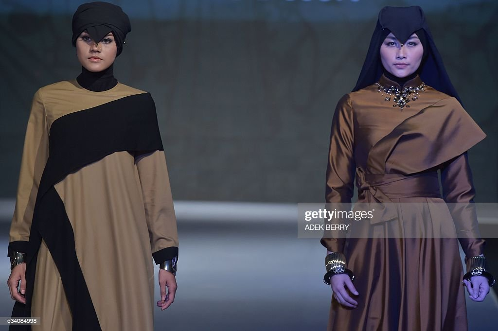 Models wear creations by Indonesian designer Eradani during the Muslim Fashion Festival in Jakarta on May 25, 2016. The Muslim Fashion Festival is held in Jakarta from May 25 - 29, ahead of the holy month of Ramadan that starts in Indonesia on June 6. / AFP / ADEK
