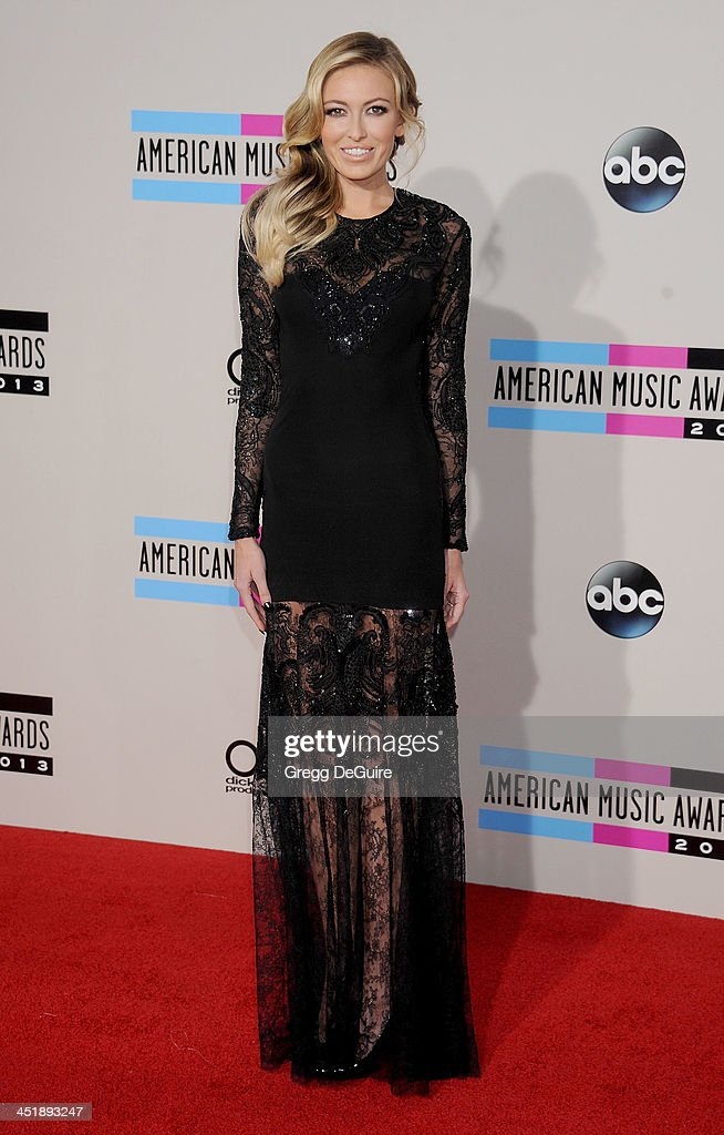 Model/singer Paulina Gretzky arrives at the 2013 American Music Awards at Nokia Theatre L.A. Live on November 24, 2013 in Los Angeles, California.